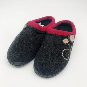 Acorn | Women's Black and Red Button Slippers